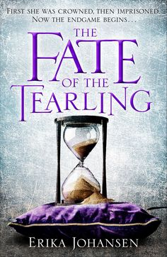 """UK covers for the win for the Tearling trilogy. Cover reveal for Fate, out 🙌🏼"" Film Books, Book Club Books, Books To Read, My Books, Queen Of The Tearling, The Hunger, Indie Books, Beautiful Book Covers, Book Memes"