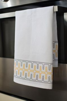 Making a simple waffle fabric towel – House of Harlow Swedish Embroidery, Hand Embroidery, Swedish Weaving, Darning, Bargello, Needle And Thread, Needlepoint, Needlework, Waffles