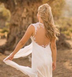 """Ρομαντικά αέρινα νυφικά: """"d.sign by Dimitris Katselis"""" Real bride . Νυφικό από μεταξωτή μουσελίνα και γαλλική δαντέλα απλικαρισμένη σε τούλι στο χρώμα του δέρματος.'Έμφαση στην πολύ ανοικτή πλάτη. The Selection, White Dress, Bridal, Lady, Dresses, Fashion, Vestidos, Moda, Bride"""