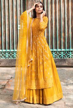 Pakistani Fashion Party Wear, Pakistani Dresses Casual, Indian Gowns Dresses, Indian Fashion Dresses, Dress Indian Style, Pakistani Dress Design, Stylish Dresses For Girls, Stylish Dress Designs, Indian Bridal Outfits