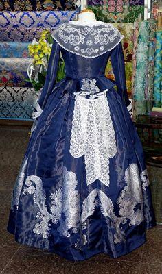 Galería de Fotos ★ Pinazo y Burlay ® 18th Century Dress, 19th Century Fashion, Antique Clothing, Historical Clothing, 1700s Dresses, Vintage Dresses, Vintage Outfits, Retro Fashion, Vintage Fashion