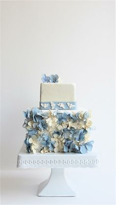 Pretty blue petal detail wedding cake