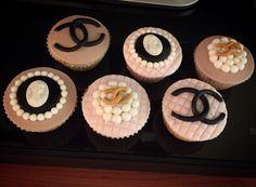 "Cupcakes ""griffati"" Chanel  #instafood #ilas #ilasSweetness #cupcakes #chanel http://ilas.webnode.it/ https://www.facebook.com/ilascake"