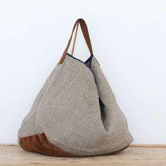 allwelove-bolso-cala-damero-vista-frente Fabric Purses, Fabric Bags, Patchwork Bags, Quilted Bag, My Style Bags, Japanese Bag, Potli Bags, Diy Handbag, Craft Bags