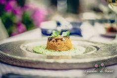 Vegan food- Timballo di carote e funghi cardoncelli su crema di pisellini e ravanelli freschi