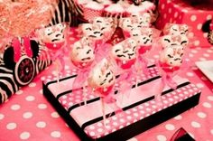 Minnie Mouse Zebra treat stand by maismude61