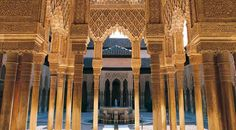 Courtyard of the Lions in the Alhambra in Granada © Turespaña