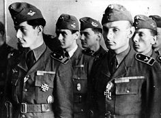 Flyers of the Royal Hungarian Air Force are decorated with the Iron Cross for their bravery and accomplishment on the Eastern Front. Luftwaffe, Battle Fleet, People's Liberation Army, German Submarines, Ww2 Photos, Coast Guard, World War Ii, Wwii, Air Force