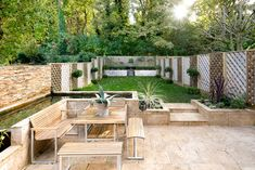 translation missing: th.modern สวน by Will Eckersley Diy Privacy Fence, Garden Privacy, Garden Fencing, Laying A Patio, Modern Fence, Low Maintenance Garden, Exterior, Fence Design, Back Gardens