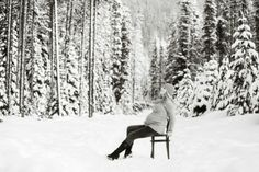 20 Stunning Winter Maternity Photos