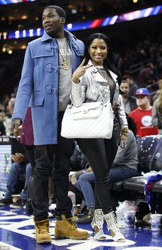 08ff716ad56 Nicki Minaj and beau Meek Mill enjoy a 76ers basketball game