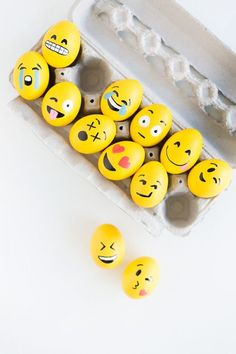 Creative Easter Egg Decorating Ideas for Spring at DIY emoji Easter eggs design These Crazy Easter Egg Designs are So Inspiring Emoji Easter Eggs, Funny Easter Eggs, Hoppy Easter, Easter Crafts For Kids, Easter Ideas, Easter Bunny, Bunny Crafts, Diy Crafts, Easter Decor