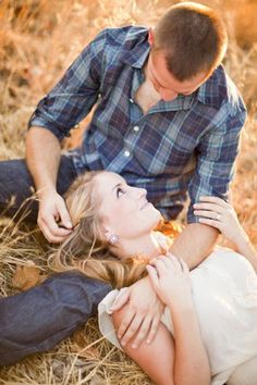 cute country engagement pictures!