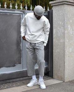 Gosta de usar acessórios no seu dia a dia? Que tal apostar no chapéu que é um dos mais antigos acessórios, muitos homens usam a fim de se proteger do sol, ou até mesmo por puro estilo, afinal, quem não gosta de ficar sempre no estilo. #modamasculina #modaadolescente #modagringa #modamasculinacasual Streetwear Mode, Streetwear Fashion, Men Looks, Men Street, Street Wear, Stylish Mens Outfits, Mode Inspiration, Mode Outfits, Classy Style