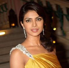 Mumbai: Bollywood actresses looks very beautiful when she speaks English than anyone cannot doubt that they are not educated. Here is a list of top five Bollywood super hit actresses who flop in study. Priyanka Chopra Sexy, Actress Priyanka Chopra, Bollywood Actress, Bollywood Hair, Pixie Hairstyles, Celebrity Hairstyles, Trendy Hairstyles, Hottest Models, Hottest Photos