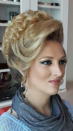 Elegant Hairstyles, Formal Hairstyles, Bun Hairstyles, Grey Blonde Hair, Blonde Updo, Bouffant Hair, Hair Updo, 1960s Hair, Beehive Hair