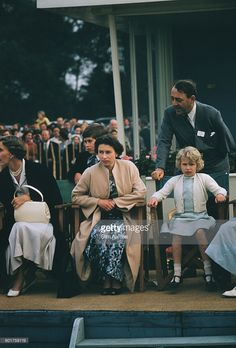 Princess Alice, Duchess of Gloucester Prince Charles, Queen Elizabeth II and Princess Anne at the Ascot Week polo tournament in Windsor Great Park, June Young Queen Elizabeth, Princess Elizabeth, Princess Margaret, Princesa Anne, Lady Sarah Armstrong Jones, Windsor, Prinz Philip, Royal Throne, Princess Alice