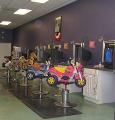 Hair salon for kids . so cute Kids Hair Salon, Hair Places, Salon Signs, Home Salon, Salon Business, Hair Shop, Kids Seating, Salon Style, Beauty Shop