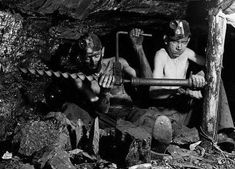 child labor in the coal mines -- Coal Miners, Dust Bowl, Mining Equipment, History Photos, Industrial Revolution, West Virginia, Family History, Vintage Photos, The Past