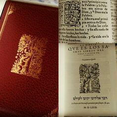 """Chillan (Chile) 12 de Agosto de 2017 - Facsímil de """"La Biblia del Oso"""" publicada por Casiodoro de Reina en 1569, primera traducción al castellano"""