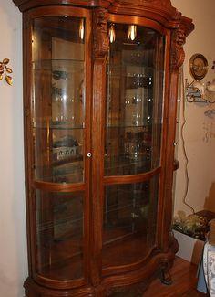 Absolutely Beautiful Antique Oak Curio Cabinet $ 1800