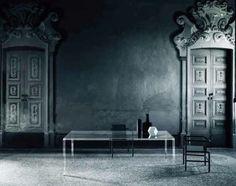 Mobiliario Italiano hecho de vidrio.