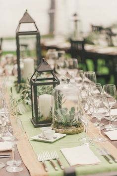 Rustic Lantern Wedding Tablescapes / http://www.deerpearlflowers.com/rustic-lantern-wedding-decor-ideas/
