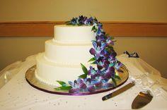 Wedding cake by Gionetti Cakes, wedding Tigh Na Mara resort Parksville BC www.freshnfabulousflowers.com