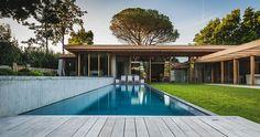[vacances] Splendide villa contemporaine côtière de bois et de verre à Biarritz, France,  #construiretendance