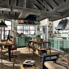 Loft é uma cozinha inspirada nos novos espaços urbanos. Aço, coifas atraentes que descem do centro do teto. Loft é uma cozinha inspirada nos novos espaços urbanos, diretos, essenciais, materiais, dedicada a quem procura um produto exclusivo e provocante ao mesmo tempo. Sua característica especial é o uso original do metal para desenhar elementos de decoração sugestivos e desregrados, alternando com armários suspensos de madeira retangulares, e cores pastéis delicadas. Uma cozinha projetada…