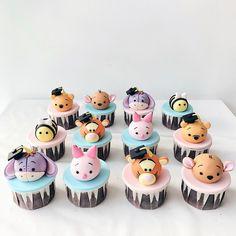Welche Winnie the Pooh-Figur magst du am liebsten? Cupcake von … … Welche Winnie the Pooh Figur magst du am liebsten? Fondant Cupcakes, Fun Cupcakes, Birthday Cupcakes, Cupcake Cakes, Disney Desserts, Disney Cakes, Fancy Cakes, Cute Cakes, Comida Disney