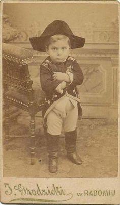 A primeira fotografia de Napoleão Bonaparte, aos 4 anos, 1800s.