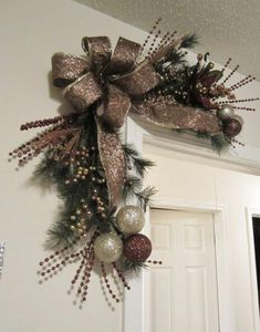cool 31 Affordable Christmas Wreaths Decoration Ideas You Should Try Christmas Swags, Noel Christmas, Holiday Wreaths, Rustic Christmas, Christmas Ornaments, Primitive Christmas, Etsy Christmas, Elegant Christmas, Outdoor Christmas