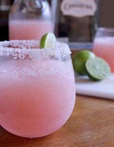 10 PERFECT alcohol-free cocktail recipes to cool off this summer! - 10 PERFECT alcohol-free cocktail recipes to cool off this summer! Cocktail Fruit, Cocktail Recipes, Margarita Cocktail, Pink Lemonade Margarita, Smoothies, Smoothie Recipes, Drink Recipes, Cocktail Sans Alcool Litchi, Non Alcoholic Cocktails