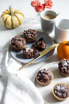 One Bowl Pumpkin Chocolate Muffins (Vegan + Gluten-free)- 100 calories Gluten Free Baking, Healthy Baking, Vegan Gluten Free, Paleo, Chocolate Pumpkin Muffins, Vegan Sweets, Vegan Snacks, Vegan Meals, Vegan Food