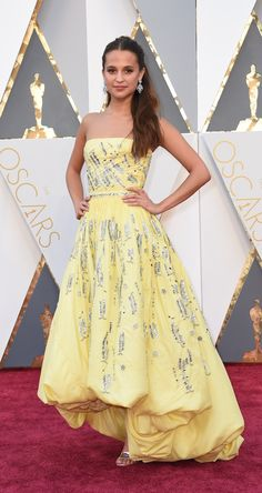 Alicia Vikander in Louis Vuitton. Oscar 2016 - Il Post