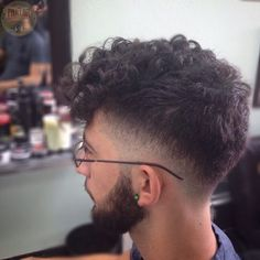 Trendy haircut men fade with beard ideas Wavy Hair Men, Haircuts For Curly Hair, Curly Hair Cuts, Hairstyles Haircuts, Curly Hair Styles, Thick Hair, Gents Hair Style, Trendy Mens Haircuts, Beard Fade