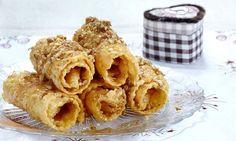 δίπλες-συνταγή Greek Desserts, Greek Recipes, Snack Recipes, Dessert Recipes, Cooking Recipes, Greek Cooking, Cheesecake Brownies, Sweets Cake, Apple Pie