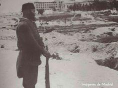 Spain - 1939. - GC - Soldado nacional hace guardia en la Ciudad Universitaria
