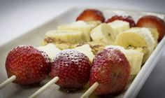 Brocheta desayuno frutas tostada