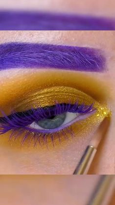 Amazing bright and unique inspiration from Working with London Copyright Intense Black Gel Eyeliner in this look. Hooded Eye Makeup, Eye Makeup Art, Natural Eye Makeup, Skin Makeup, Eyeshadow Makeup, Galaxy Eyeshadow, Hooded Eyes, Natural Beauty, Eyeliner Make-up