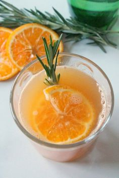 8 Healthy Summer Mocktails: Orange Rosemary Mocktail with Rosemary sprig and orange slice for garnish Low Calorie Cocktails, Low Calorie Recipes, Chocolate French Toast, Rosemary Simple Syrup, Tater Tot Breakfast, Brunch Drinks, Prep Kitchen, Chicken And Waffles, Alcohol