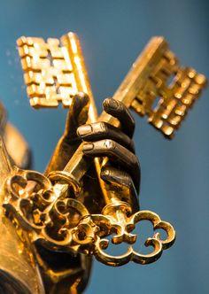 "hautlescoeurs: ""Peter's Keys (Aachen, Germany) "" Catholic Art, Roman Catholic, Anima Christi, Christian Artwork, Stomach Tattoos, Biblical Art, Keys Art, Kingdom Of Heaven, Faith"