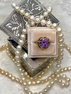 This gorgeous Vintage ring sparkles and shines, who wouldn't love it? And pair it with Diamonds or Pearls, the choice is yours! 👛 Vintage Rings, Sparkles, Diamonds, Brooch, Pairs, Jewelry, Jewlery, Jewerly, Brooches