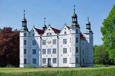Schloss Ahrensburg (photo by Clemensfranz - Creative Commons Attribution-Share Alike 3.0 Unported license)