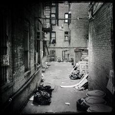 Nueva York a través de un iPhone | Fotogalería | Actualidad | EL PAÍS  Un callejón de la ciudad, 16 de marzo de 2014. ANDREW LICHTENSTEIN (CORBIS)
