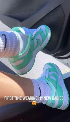 Dr Shoes, Cute Nike Shoes, Swag Shoes, Cute Nikes, Cute Sneakers, Hype Shoes, Me Too Shoes, Sneakers Nike, Jordan Shoes Girls