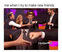 oh Nialler look at hawkeye ......he laughing at the guy trying to fist bump