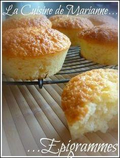 Gateau Fondant à la Noix de Coco . Fondant Cakes, Cupcake Cakes, Cupcakes, Desserts With Biscuits, Mini Desserts, Cake Factory, Thermomix Desserts, Biscuit Cookies, Smoothie Recipes