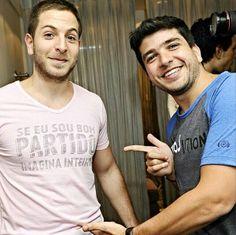 """O Alexandre Yahchouchi veste a nossa camiseta """"Bom Partido"""" rosa, que é sucesso de vendas, ao lado do Paulo Dabbur com a """"Revolution"""".   TOP! Essas e muitas outras na Loopy e no e-comm:  http://loja.loopy.com.br  #loopy #loopyoficial #vesteloopy #loopyteam"""